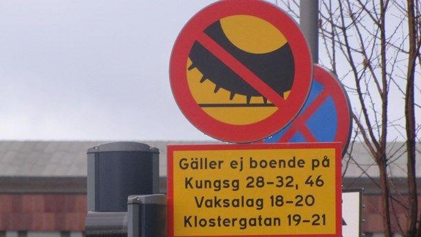 Uppsala dubbdäcksförbud skylt