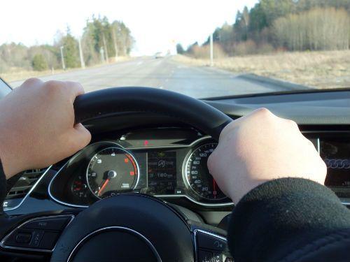 Kolla körfältet för säkrare körning