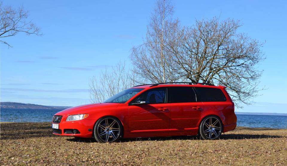 Röd Volvo v70 fälgar